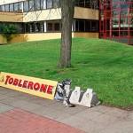 que es Ambient Marketing ejemplo toblerone (1)